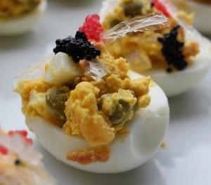 Deliciosos huevos rellenos para pasabocas huevos-rellenos-300x263